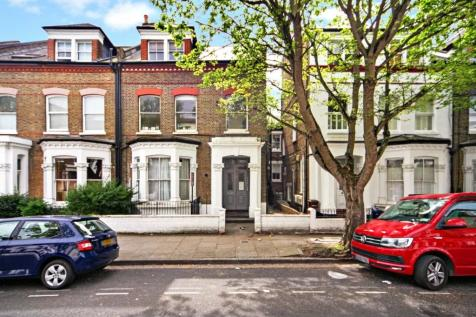 Gloucester Drive, London, N4. 2 bedroom flat
