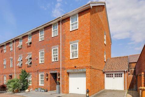 Howarde Court, Stevenage, Hertfordshire, SG1. 4 bedroom semi-detached house