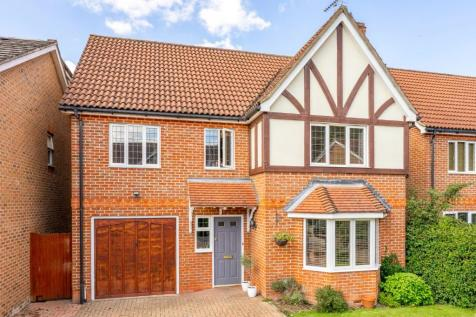 Serpentine Close, Stevenage, Hertfordshire, SG1. 6 bedroom detached house