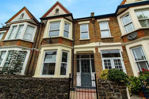 Brightwell Avenue, Westcliff-On-Sea, Essex, SS0. 3 bedroom terraced house