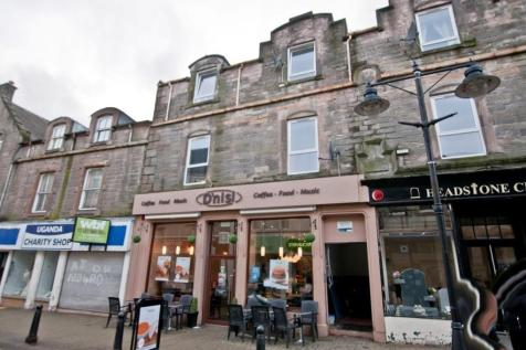 20d High Street, Alloa, Clackmannanshire, FK10 1JE. 2 bedroom flat
