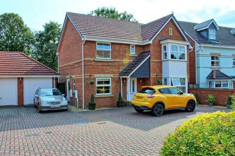 OLVEGA DRIVE, BUNTINGFORD. 4 bedroom detached house