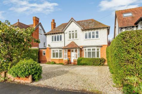 Banbury Road, Stratford-Upon-Avon, Warwickshire. 4 bedroom detached house for sale