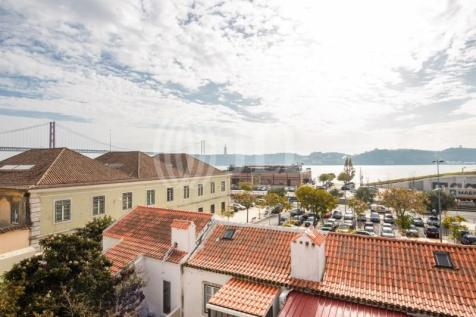 Lisbon, Lisbon. 3 bedroom apartment for sale