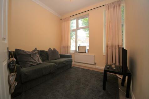 Northfield Avenue, London, W13. 2 bedroom flat