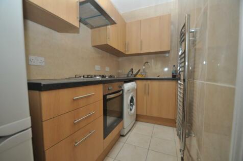 Northfield Avenue, London, W13. 1 bedroom ground floor flat