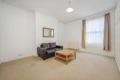 Mattock Lane, London, W5. 3 bedroom flat