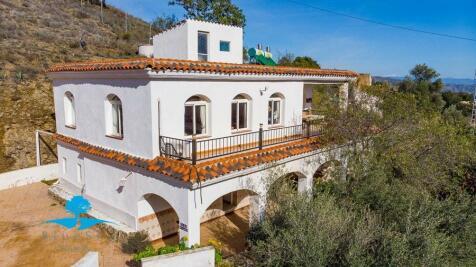 Andalucia, Malaga, Cártama. 5 bedroom cottage for sale