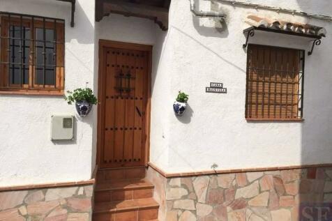 Andalucia, Malaga, Canillas de Aceituno. 3 bedroom town house for sale