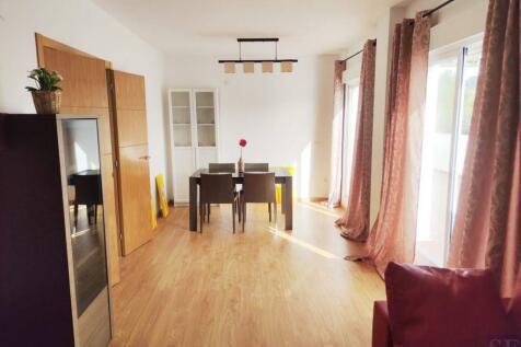 Andalucia, Malaga, Canillas de Aceituno. 2 bedroom apartment for sale