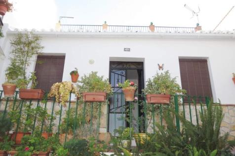 Andalucia, Malaga, Torrox. 4 bedroom town house for sale