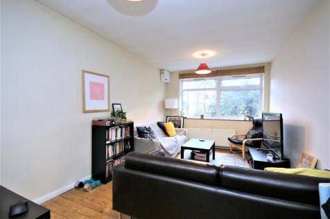 Queens Drive, N4 2HB. 2 bedroom flat