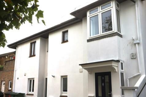 Station Avenue, Sandown. 2 bedroom semi-detached house