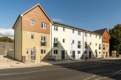Brown Bear, Chapel Street, Devonport, Plymouth, PL1 4DU. 4 bedroom terraced house