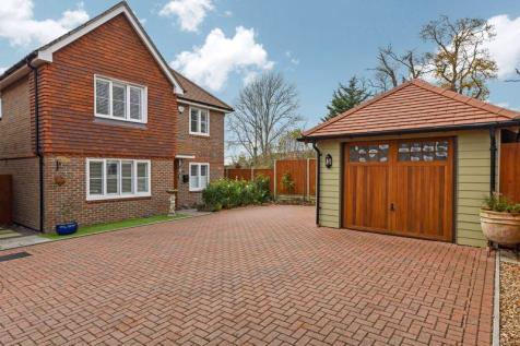 London Road, Waterlooville. Detached house for sale
