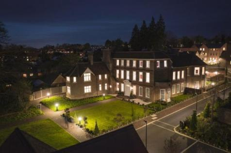 Southdown Road, Harpenden,  Hertfordshire  AL5 1PE. 2 bedroom apartment for sale