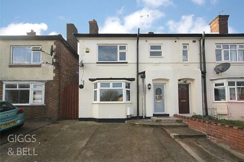 Warren Road, Luton, Bedfordshire, LU1. 3 bedroom end of terrace house for sale