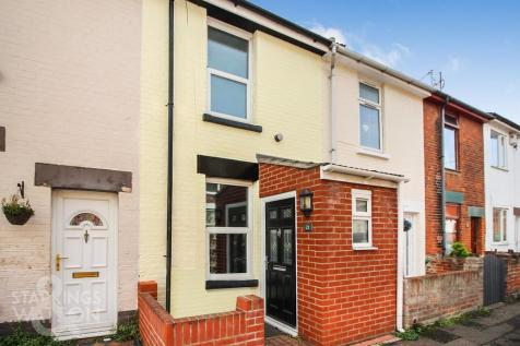 Cobholm Road, Great Yarmouth. 3 bedroom terraced house