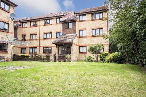 Mortimer Drive, Enfield. 2 bedroom flat