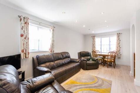 Conifer Way, Wembley, HA0. 2 bedroom flat