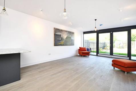 Imperial Road, Bounds Green, London, N22. 4 bedroom house