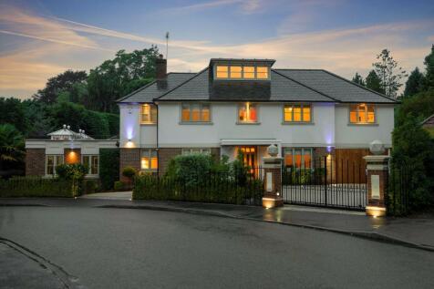 Kingswood Close, Weybridge, Surrey, KT13. 5 bedroom detached house for sale