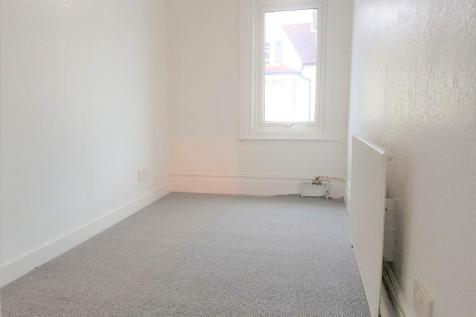 Derinton road, Tooting broadway SW17. 1 bedroom flat share