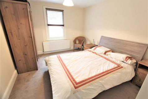 Kambala estate, Clapham Junction SW11. 1 bedroom flat share