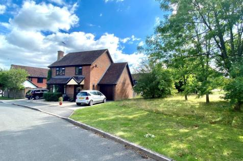 Hartley Wintney, Hook. 4 bedroom detached house for sale