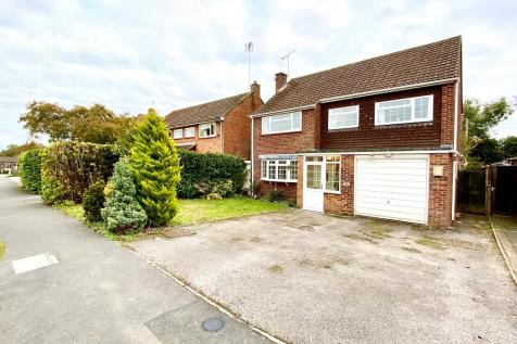 Hartford Road, Hartley Wintney. 4 bedroom detached house for sale