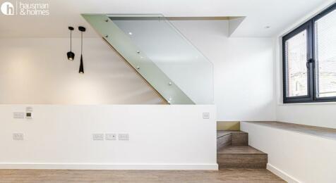 Accommodation Road, Golders Green. 2 bedroom flat