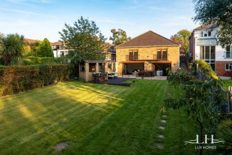 Fanshawe Crescent, Hornchurch. 5 bedroom bungalow for sale