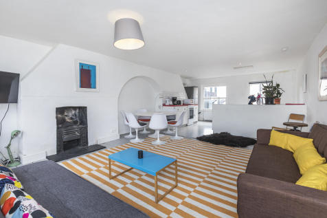 Princelet Street, Spitalfields, E1. 5 bedroom terraced house for sale