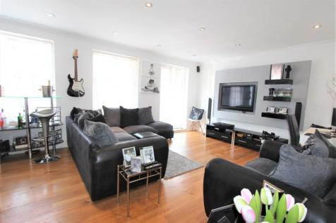 Cavendish Crescent, Elstree, WD6. 4 bedroom house