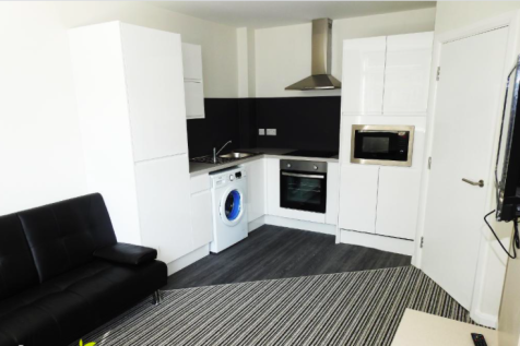 Centre Court, Paragon Street, HU1. 1 bedroom apartment