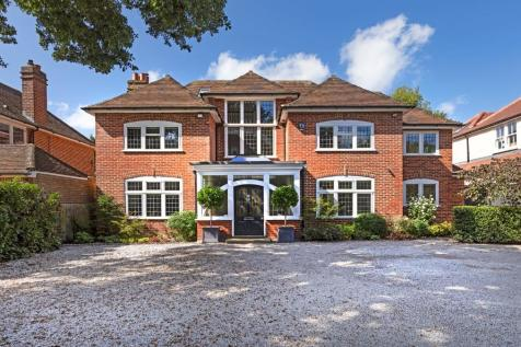 ARTS & CRAFTS STYLE HOUSE IN READING UNIVERSITY AREA. 5 bedroom detached house for sale