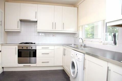 Strathan Close, Putney, London, SW18 1PW. 3 bedroom flat