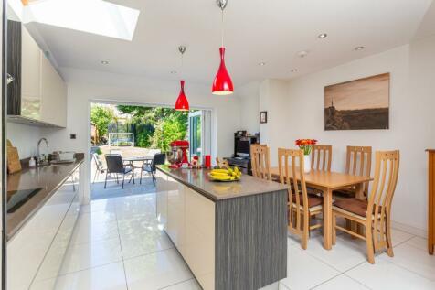 Sandfield Road, St. Albans, Hertfordshire, AL1. 4 bedroom end of terrace house for sale