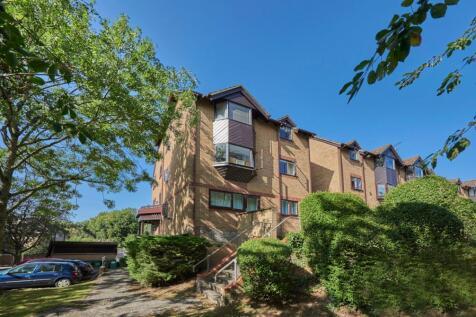 Hawkshill, Dellfield, St. Albans, Hertfordshire, AL1. 3 bedroom apartment for sale