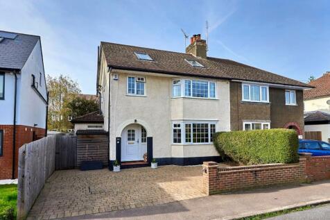 Oxford Avenue, St. Albans, Hertfordshire, AL1. 4 bedroom semi-detached house for sale