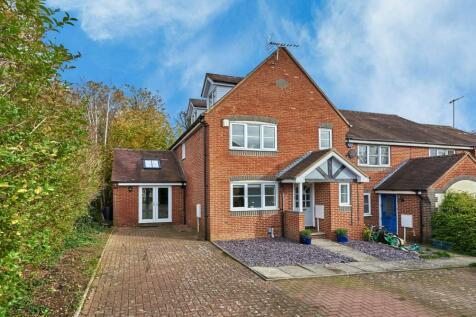 Orient Close, St. Albans, Hertfordshire, AL1. 5 bedroom end of terrace house for sale