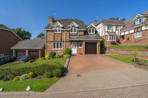 Mardle Close, Caddington, Bedfordshire, LU1. 4 bedroom detached house