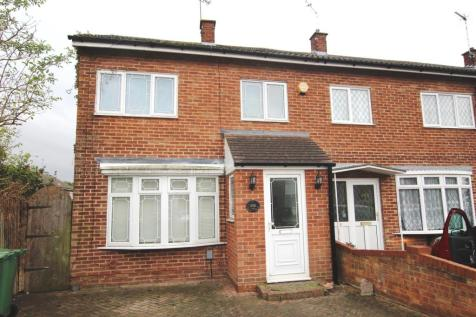 Tithe Farm Road, Houghton Regis. 2 bedroom end of terrace house