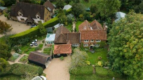 Pinks Hill, Wood Street Village, Guildford, Surrey. 3 bedroom detached house for sale