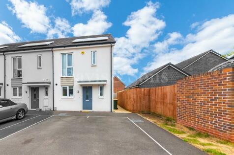 Thomas Grange, Glan Lyn, newport , gwent . NP19 4BH. 3 bedroom end of terrace house