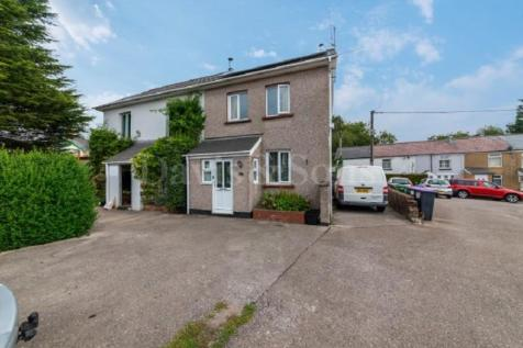 The Highway, New Inn, Pontypool, Monmouthshire. NP4 0PL. 3 bedroom end of terrace house