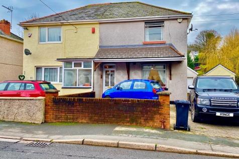 Western Valley Road, Rogerstone, Newport. NP10 9DS. 3 bedroom semi-detached house for sale