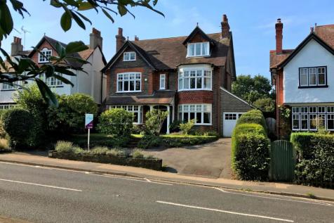 Warnham Road, Horsham, RH12. 5 bedroom detached house