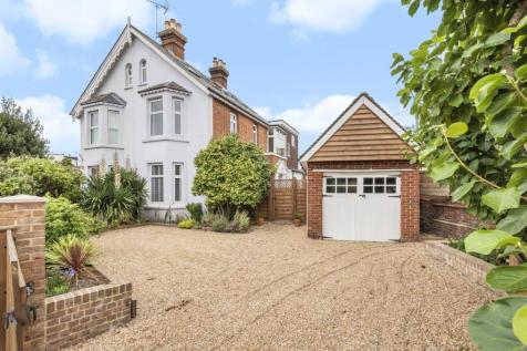 Station Road, Horsham, RH13. 4 bedroom semi-detached house