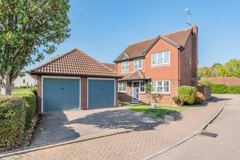 Wordsworth Place, Horsham, RH12. 4 bedroom detached house